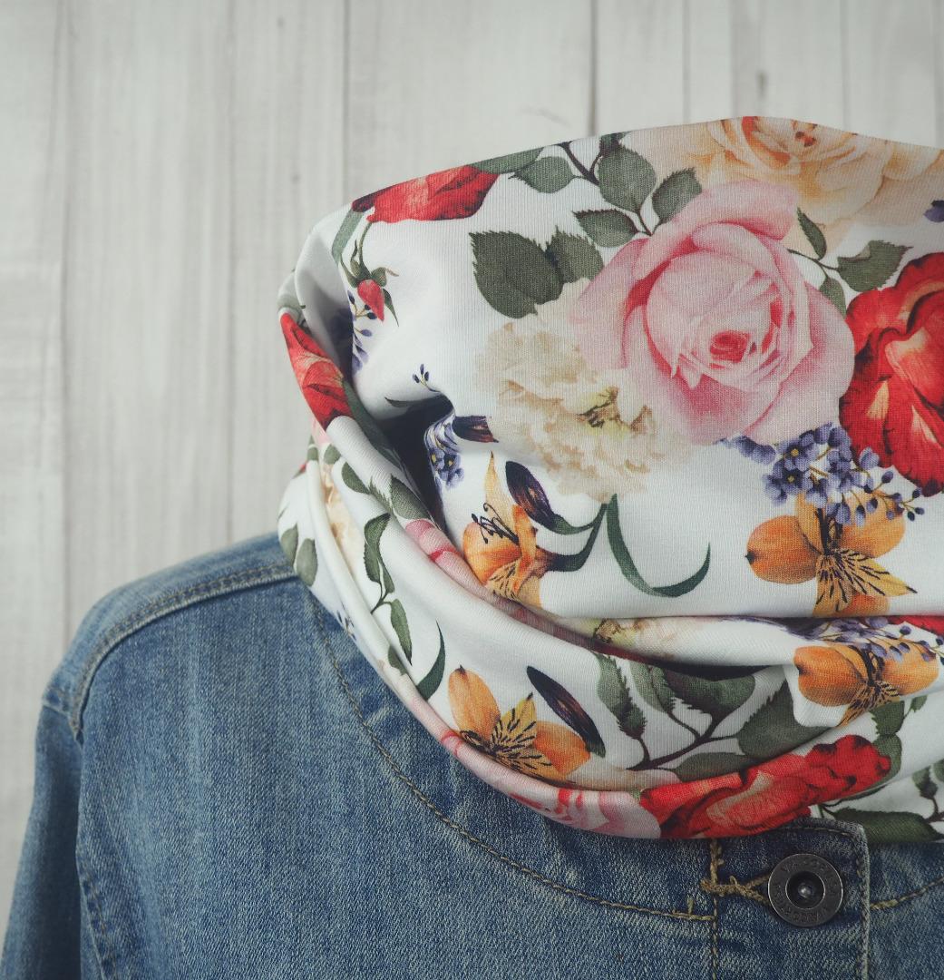 Loop Schlauchschal cremeweiß mit romantischem Blumenmuster