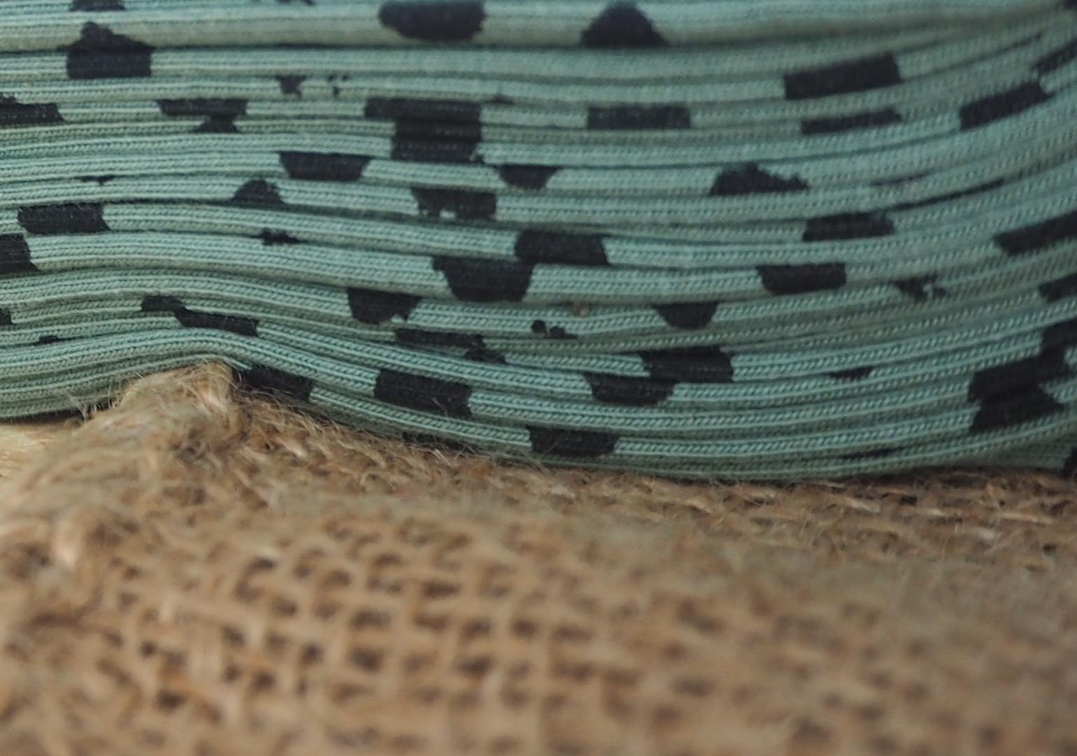 Jersey oliv gemustert mit Tupfen in