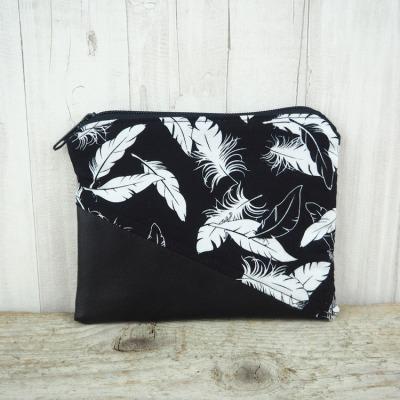 Reißverschlusstasche Kunstleder Federn schwarz Versandkostenfreier Artikel