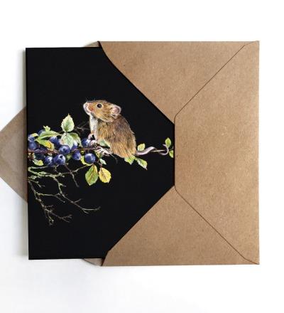 Grußkarte Maus auf Blaubeerzweig