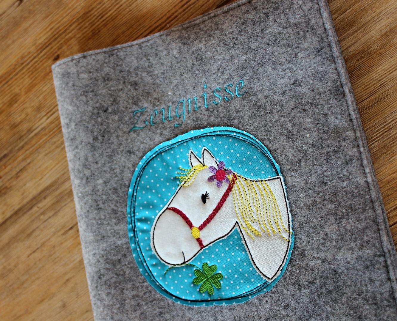 Zeugnismappe aus Wollfilz mit Pferdelstickerei 2