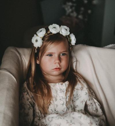 - Haarband mit romantischen Blüten