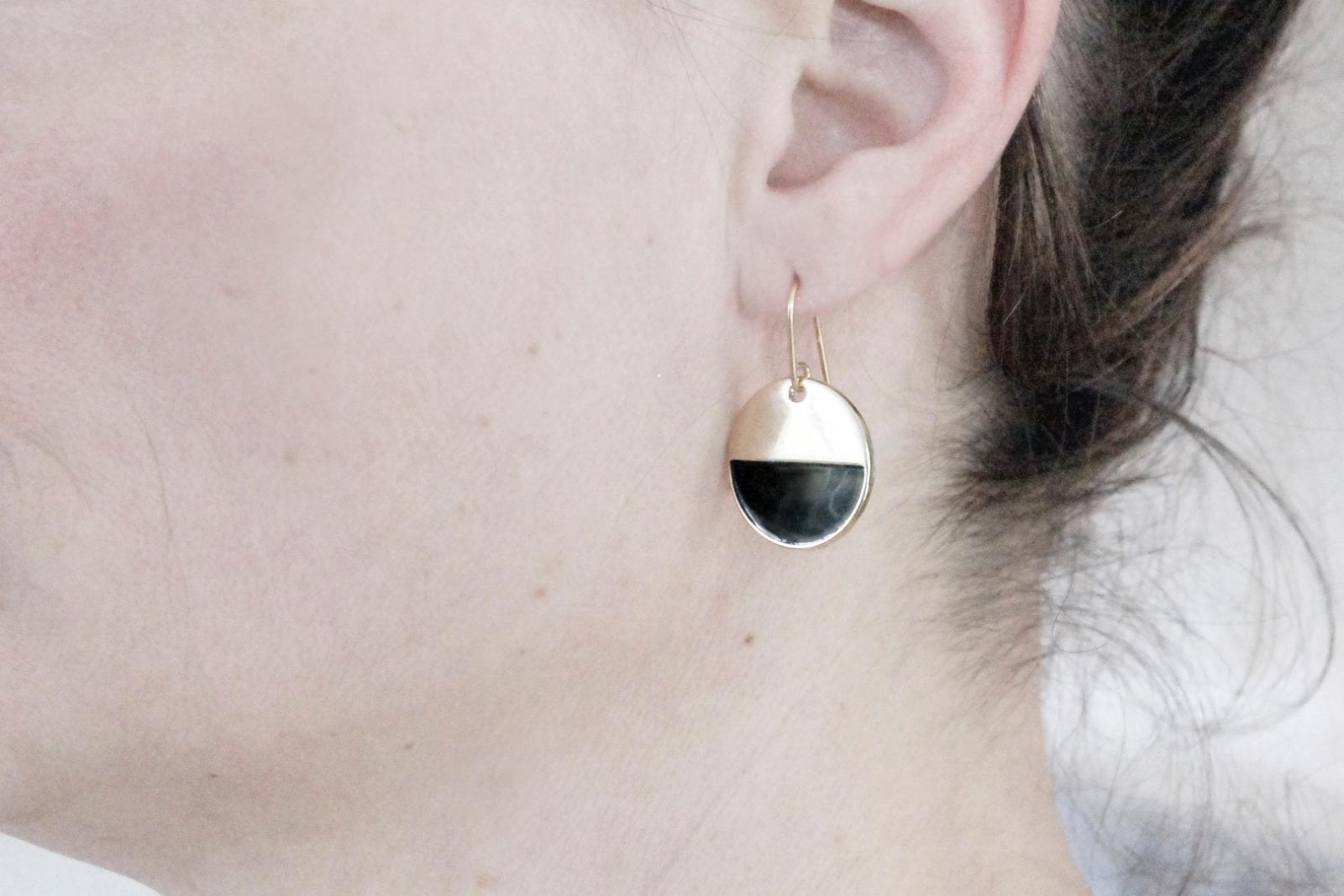 Grafische Ohrringe vergoldet mit Emaille schwarz - 3