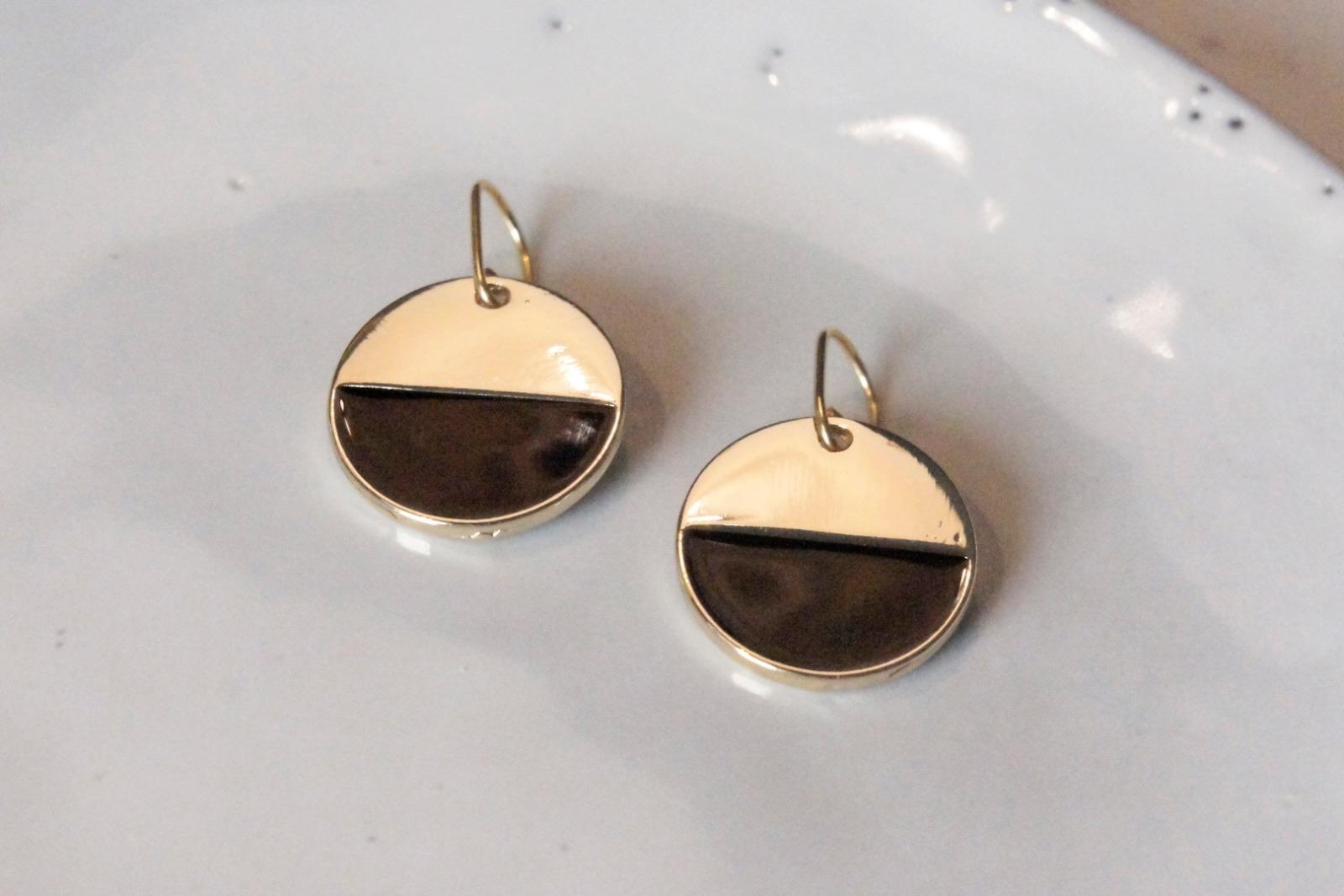 Grafische Ohrringe vergoldet mit Emaille schwarz - 2