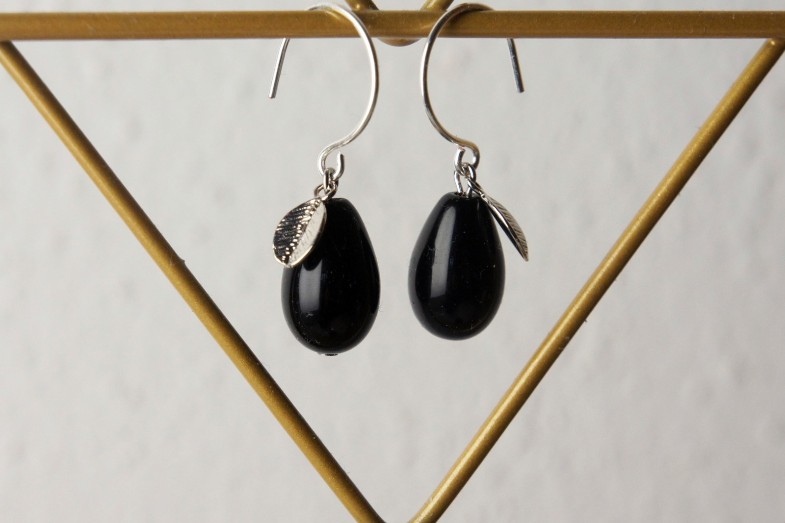 Ohrhänger silber mit Tropfen aus schwarzer