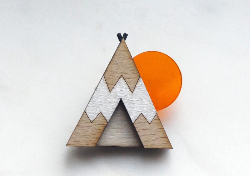 Brosche Tipi weiß Holz Acryl orange - 1