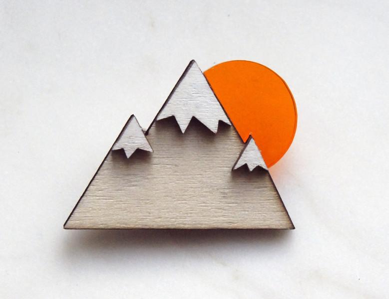 Brosche Berg Holz Acryl orange - 1