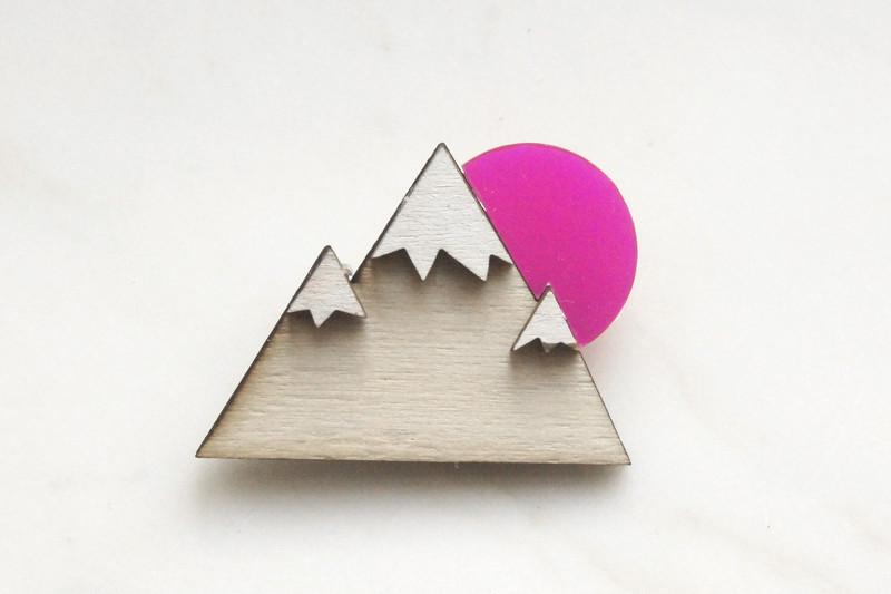 Brosche Berg Holz Acryl pink - 1