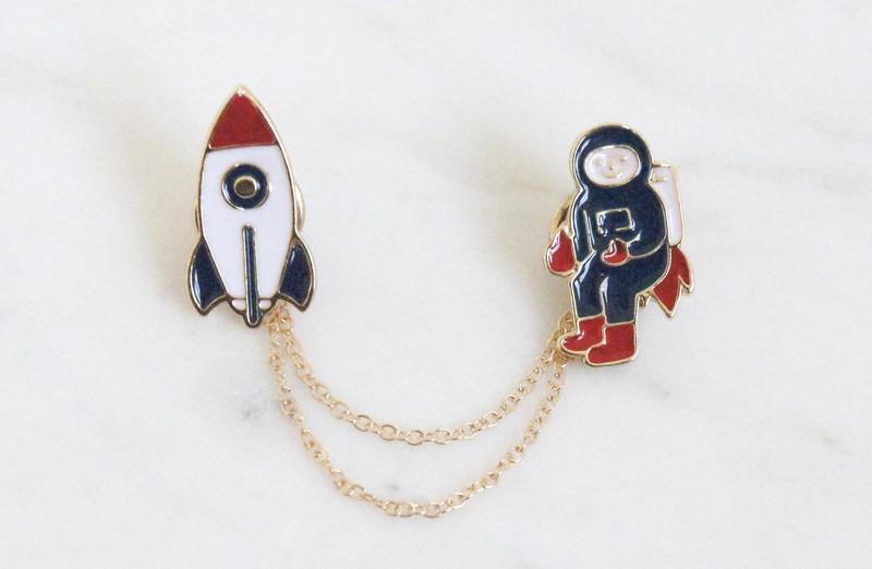 Brosche Pin Rakete mit Astronaut 2