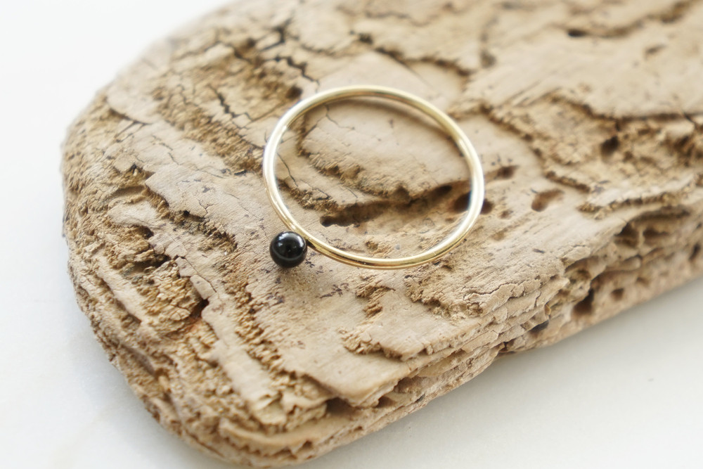 Zierlicher Ring Stapelring vergoldet Onyx Perle - 1