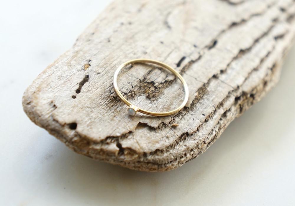 Zierlicher Ring Stapelring vergoldet Opal Fassung - 1