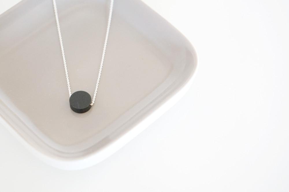 Kette Silber runder Anhänger Scheibe schwarz - 1