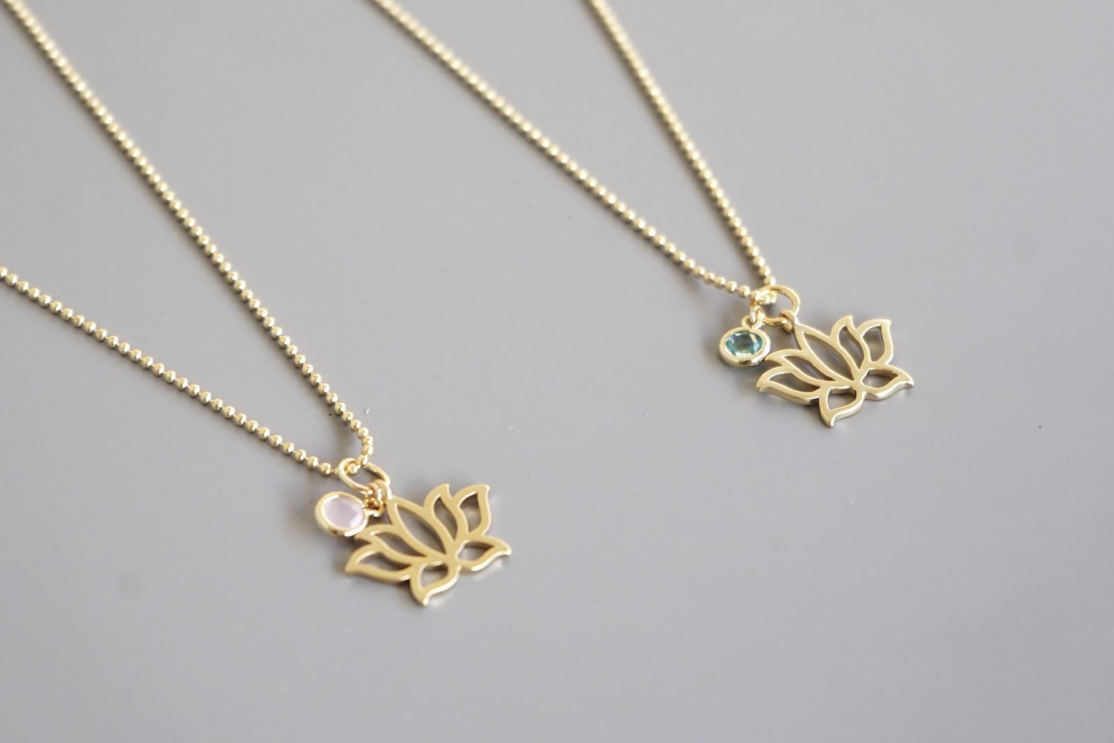 Kugelkette mit Lotusblüte und Kristall mint