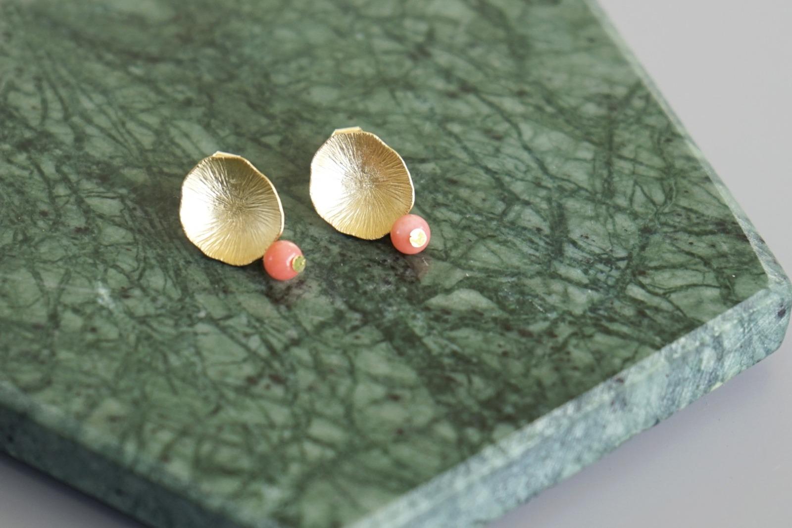 Ohrstecker Lotusblatt vergoldet mit Perle rosa Koralle - 1