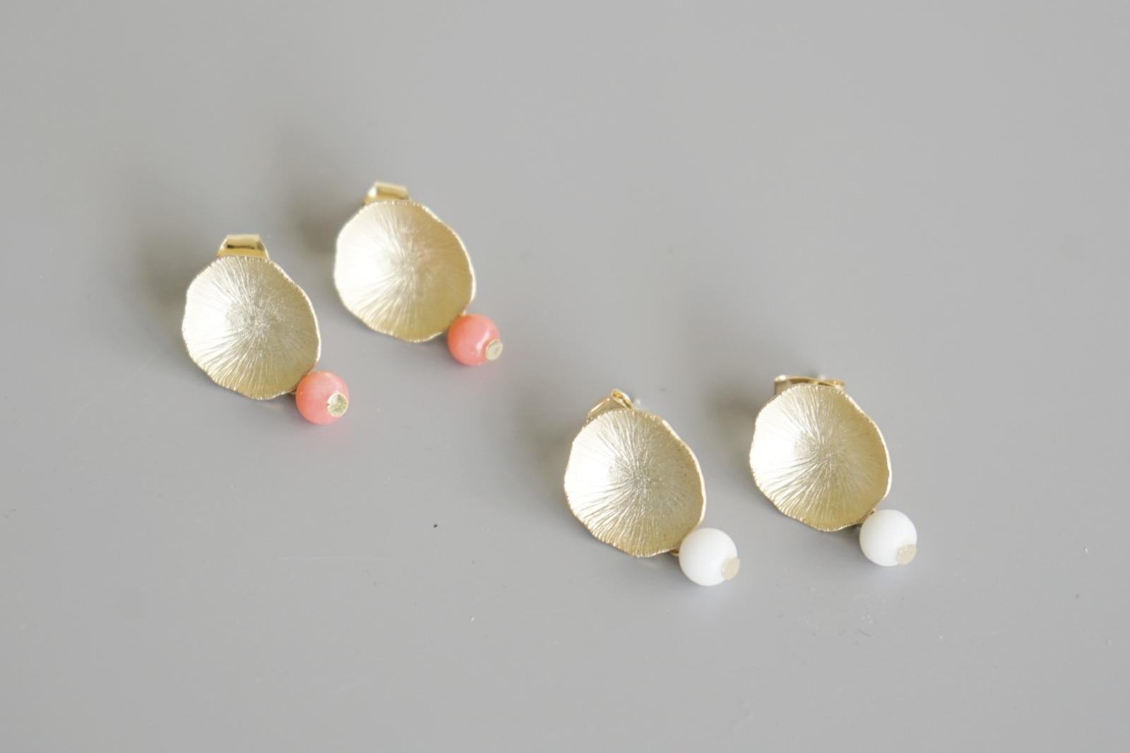 Ohrstecker Lotusblatt vergoldet mit Perle rosa Koralle - 3
