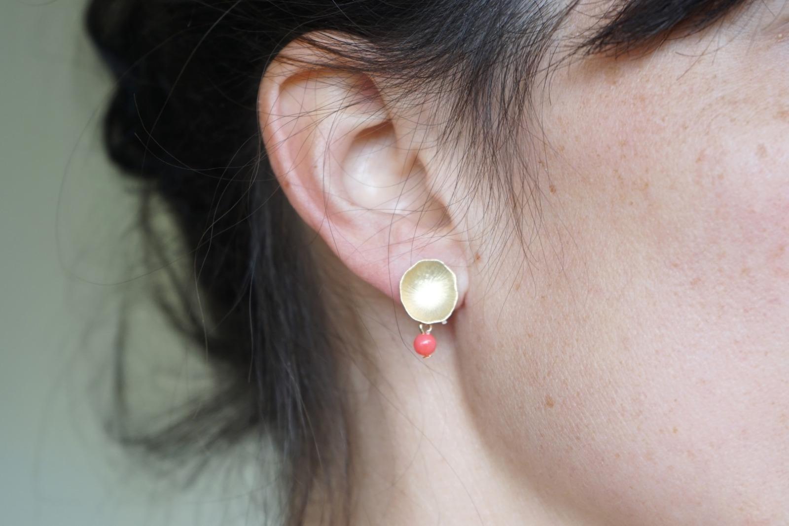 Ohrstecker Lotusblatt vergoldet mit Perle rosa Koralle - 2