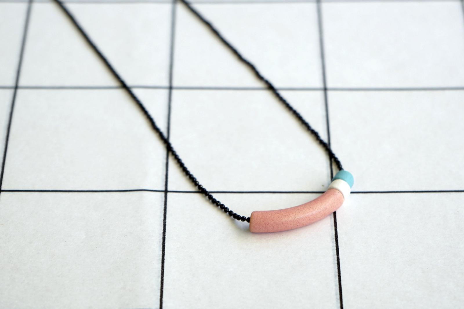 Schwarze Kugelkette mit Keramikperlen colorblock 3