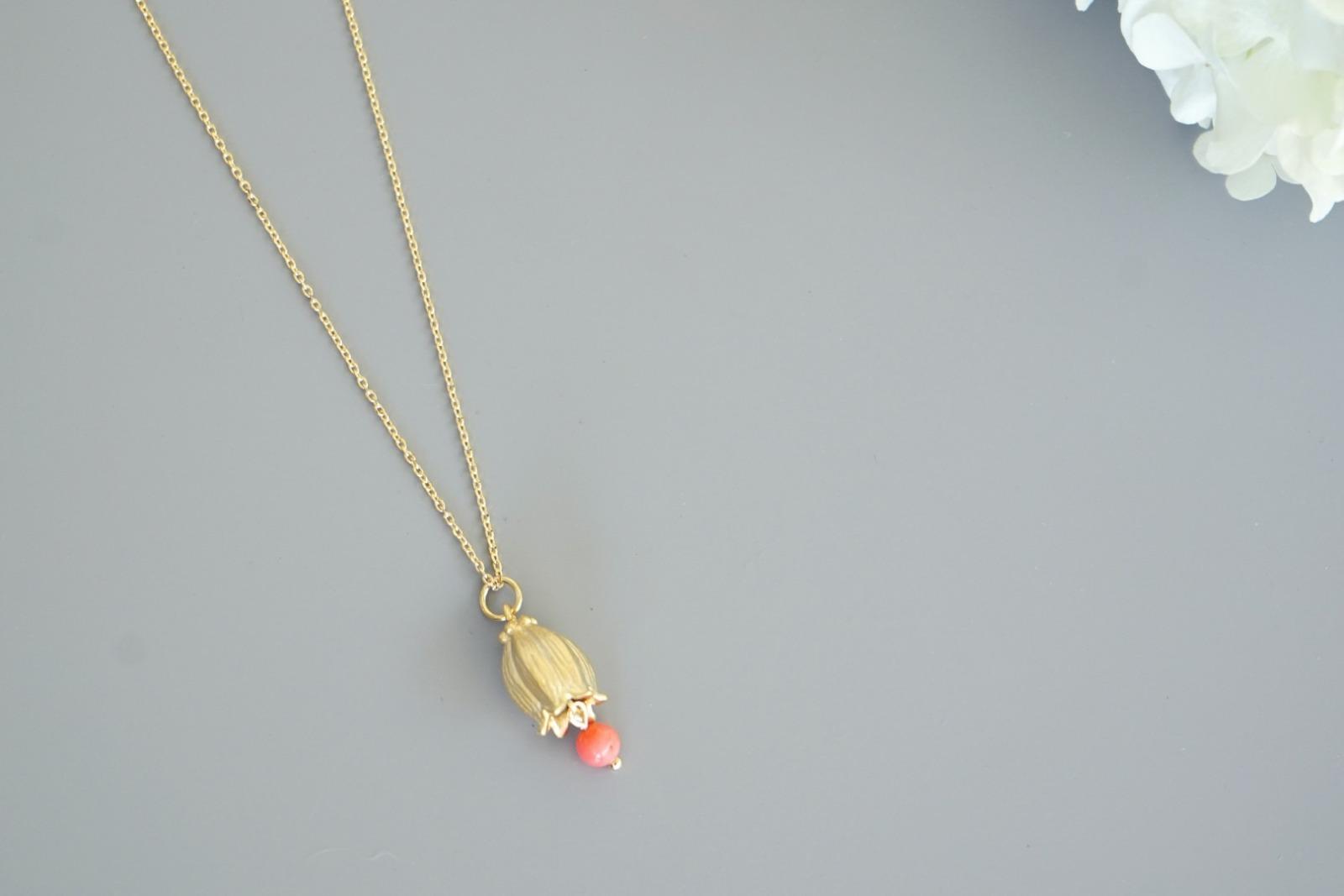Kette vergoldet mit Glockenblume und rosa Koralle - 1