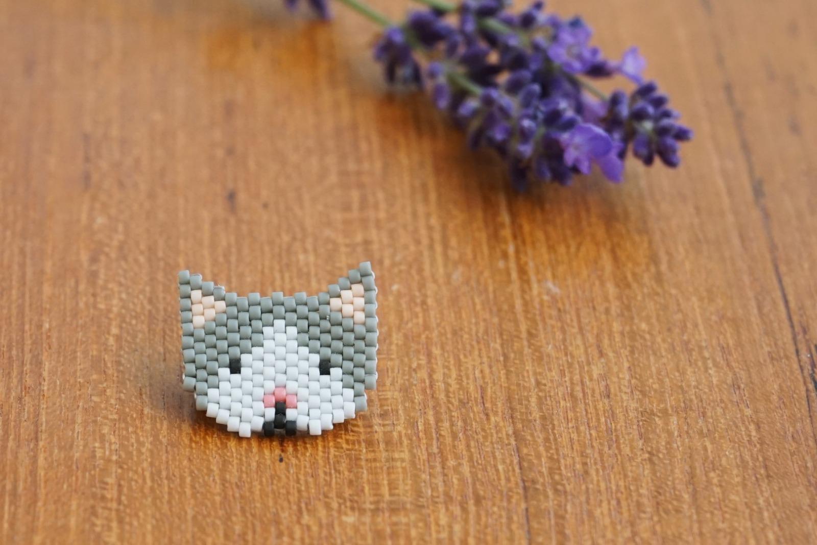 Brosche Pin Katze aus Miyukiperlen - 1