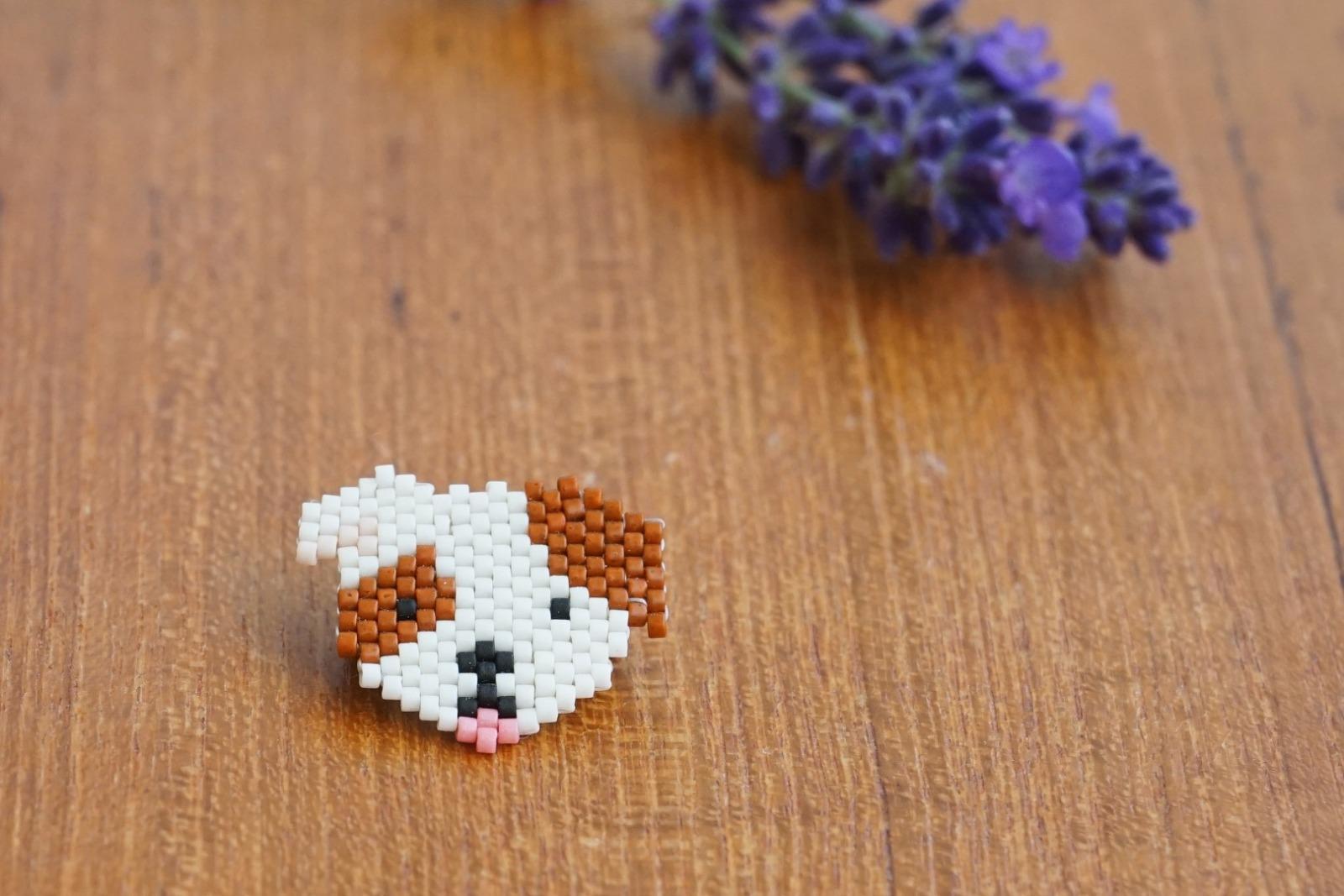 Brosche Pin Hund aus Miyukiperlen - 1