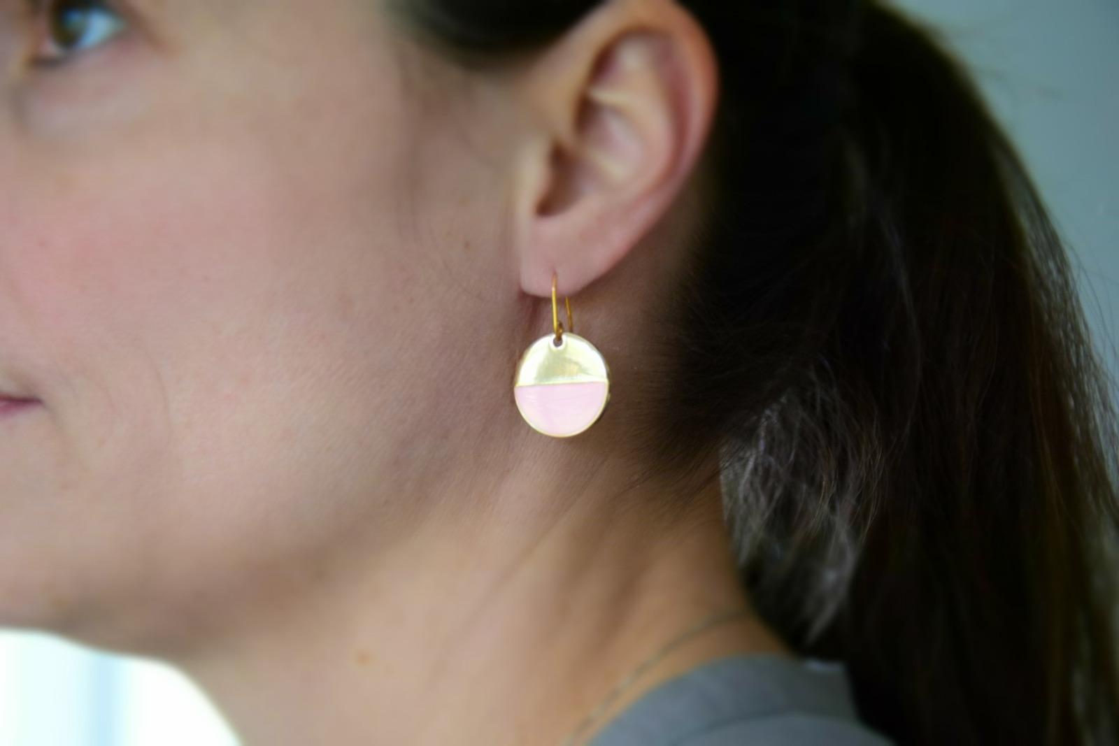Grafische Ohrringe vergoldet mit Emaille mintgrün