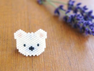 Brosche Pin Eisbär aus Miyukiperlen