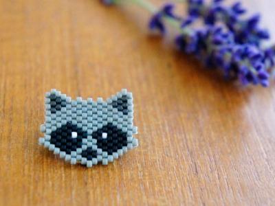 Brosche Pin Waschbär aus Miyukiperlen