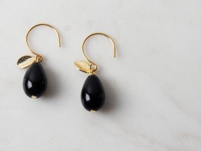 Ohrhänger vergoldet mit Tropfen aus schwarzer