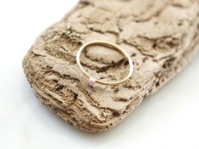 Zierlicher Ring Stapelring vergoldet Rosa Opal Fassung