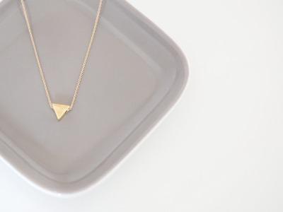Feine Ankerkette vergoldet geometrischer Dreieck Anhänger