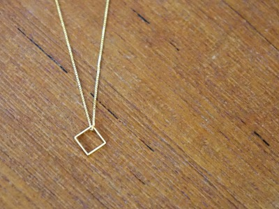 Kette vergoldet mit geometrischem Anhänger Quadrat