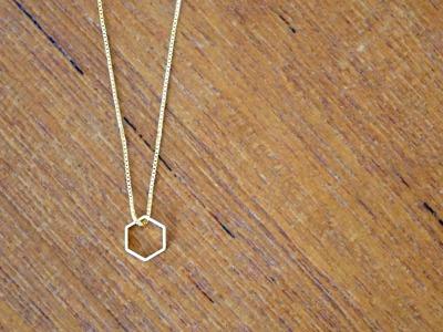 Kette vergoldet mit geometrischem Anhänger Hexagon