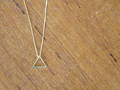 Kette vergoldet mit geometrischem Anhänger Dreieck