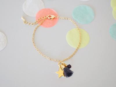Armband vergoldet mit Glitzeranhänger und Quaste - lila