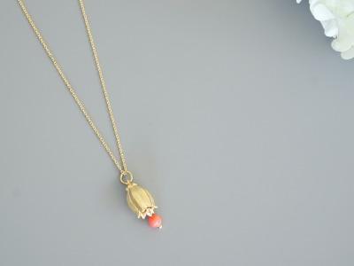 Kette vergoldet mit Glockenblume und rosa Koralle