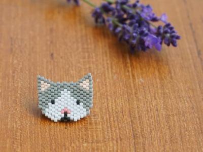 Brosche Pin Katze aus Miyukiperlen