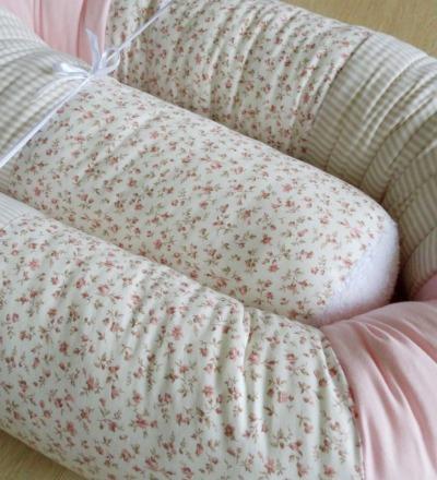 Bettschlange Babybettumrandung Millefleurs beige rosa Auf