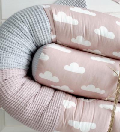 Bettschlange altrosa grau Waffelpique mit Wolken