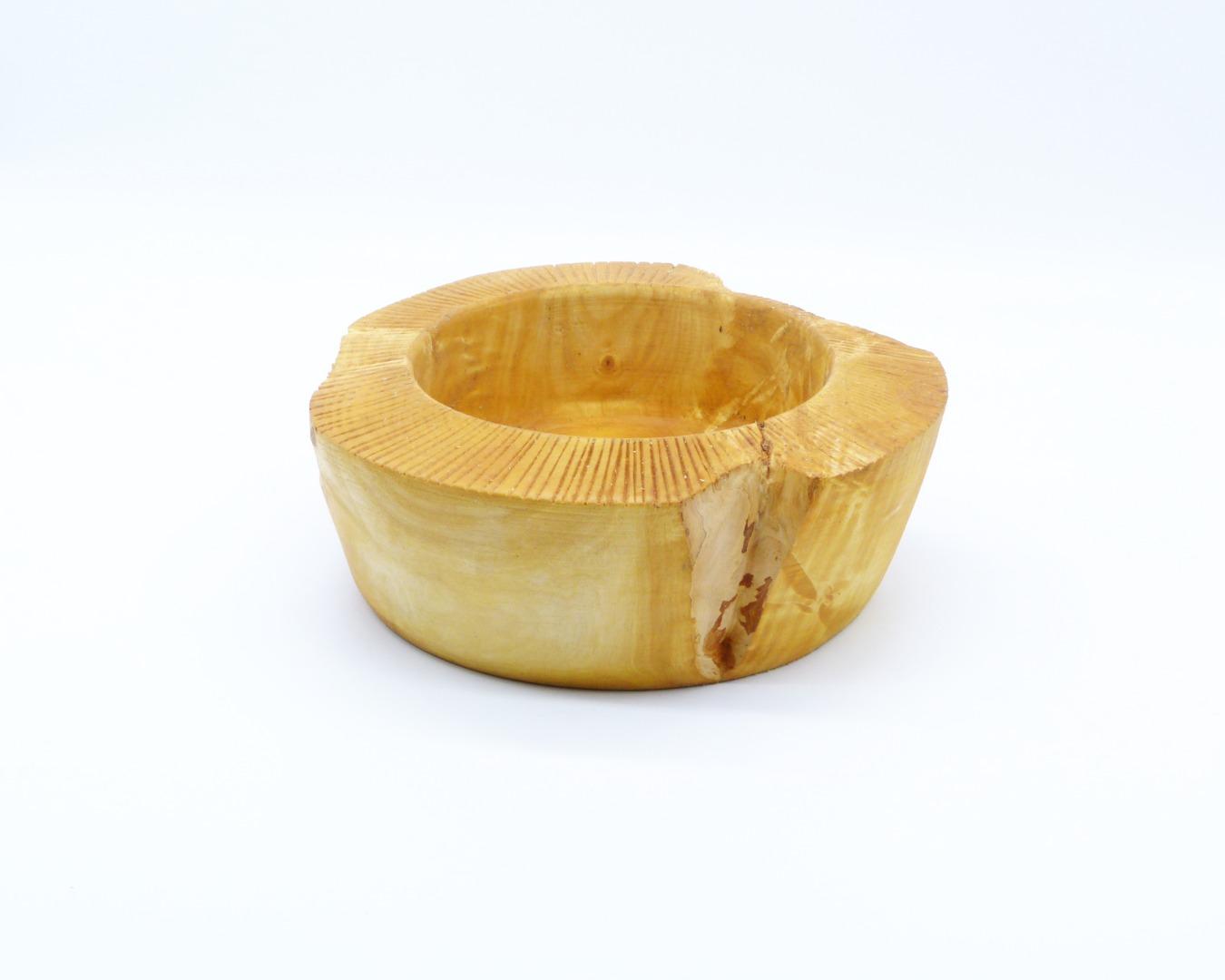 Schale aus Kastanienholz mit Randdekor