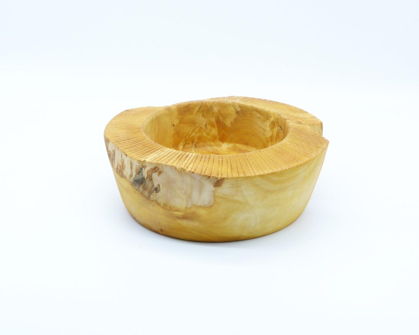 Schale aus Kastanienholz mit Randdekor 2