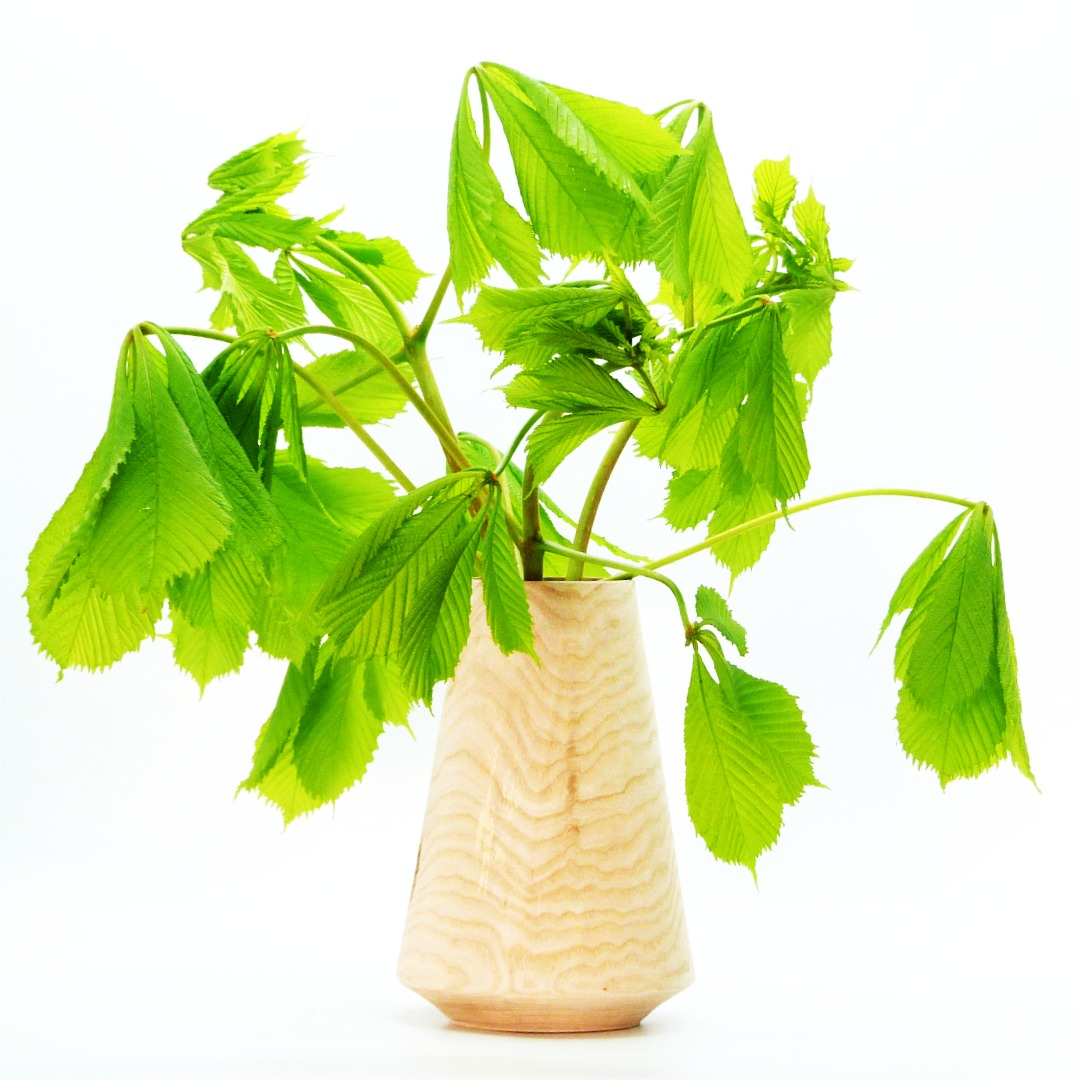 Lindenholzvase mit Recyclingglas konisch 2