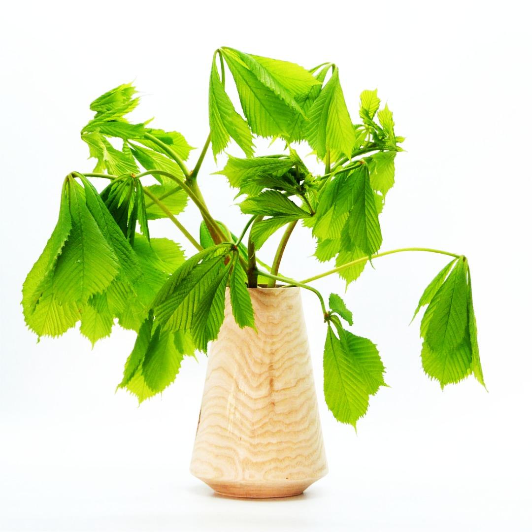 Lindenholzvase mit Recyclingglas konisch 4