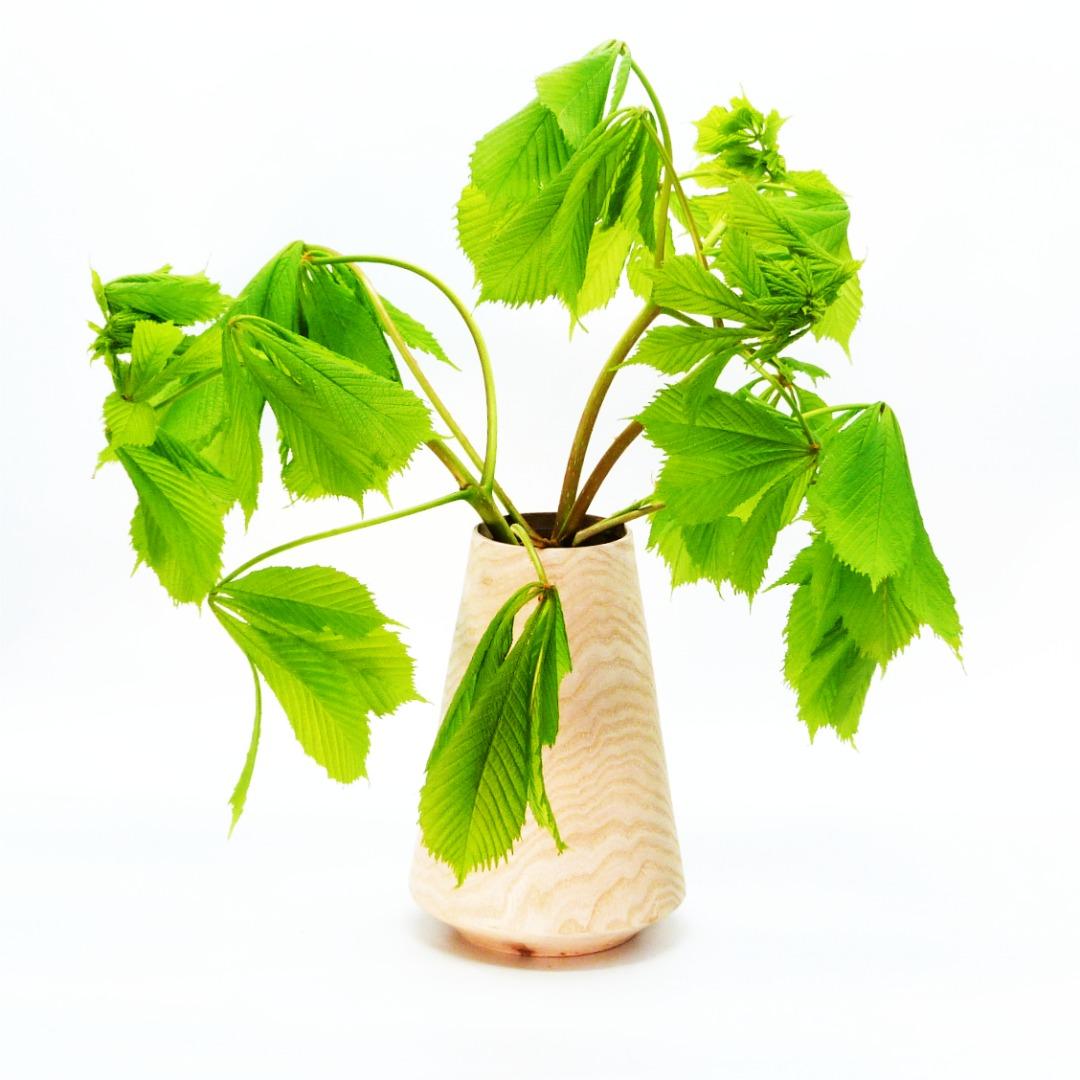 Lindenholzvase mit Recyclingglas konisch 8