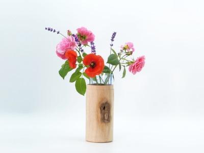 Vase aus Eichenholz mit recycltem Glaseinsatz