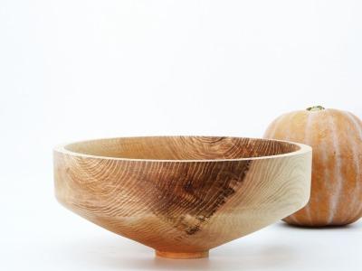 Schale aus Lindenholz mit schöner Maserung
