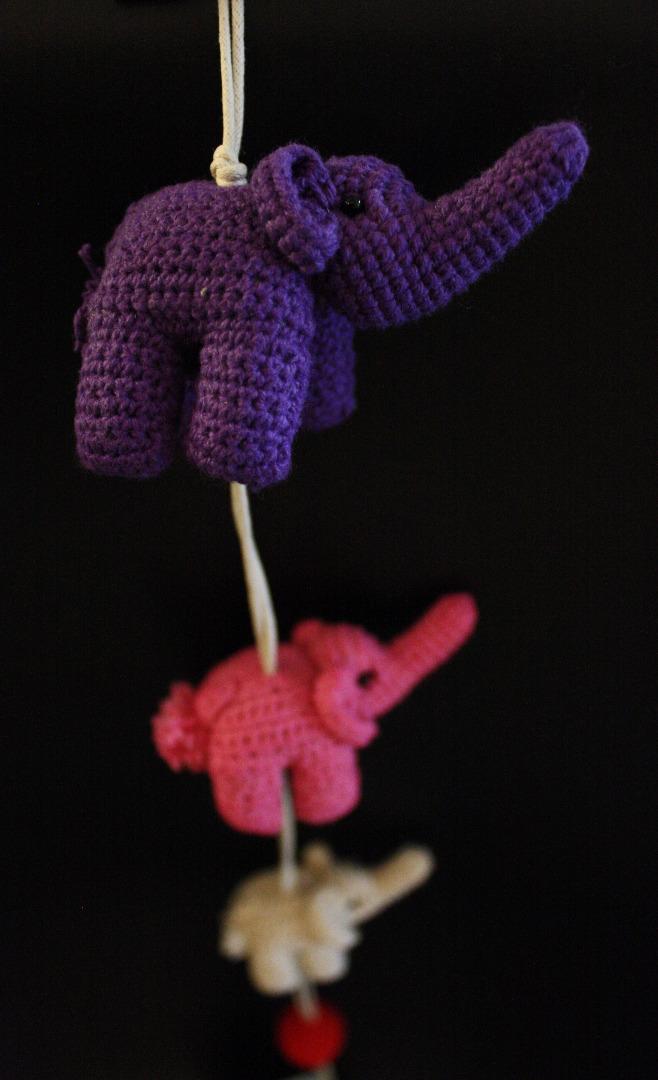 ONE-CLICK WONDERS Mobilé Häkelelefanten lila pink
