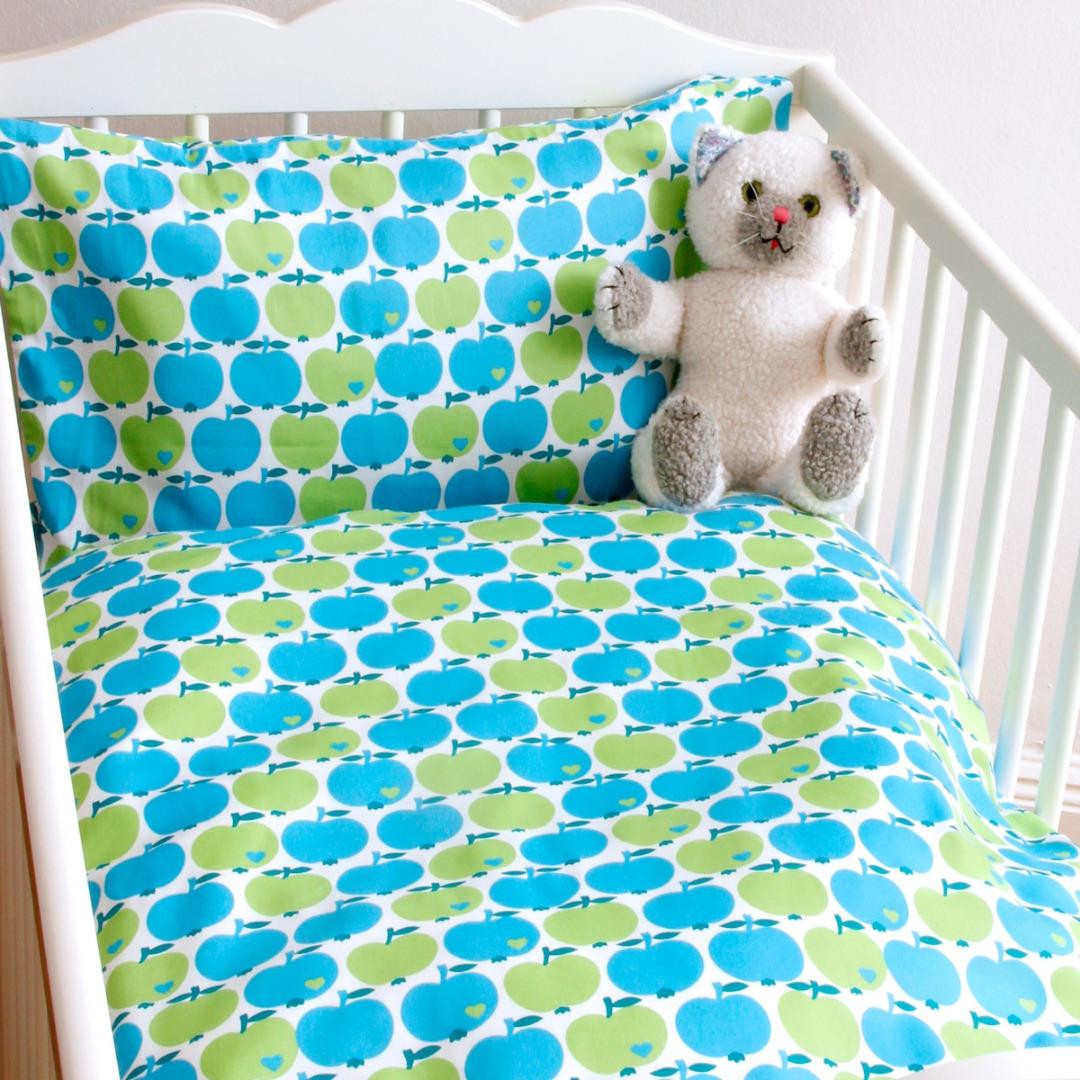 By Graziela Bettwäsche Wendebettwäsche Apfel Blau Grün Kindergröße