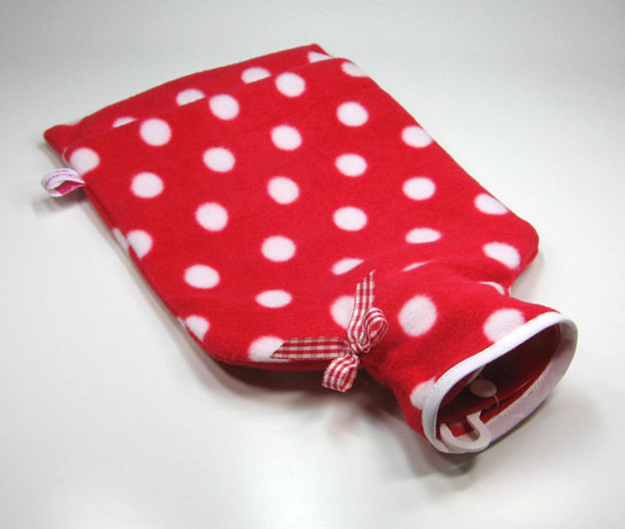 Wärmflasche - Rot mit weißen Punkten