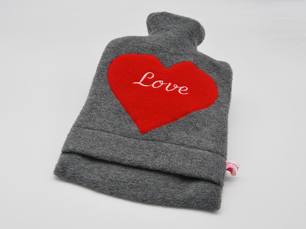 Bestickte Wärmflasche Love Herz in Rot