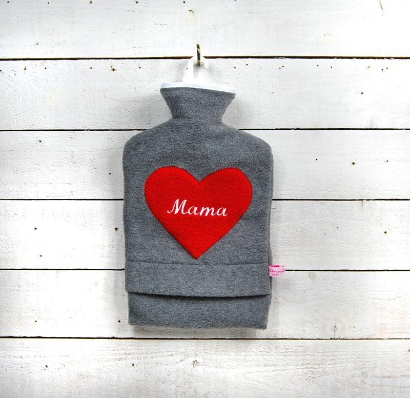 Bestickte Wärmflasche Mama Herz in Rot - 1